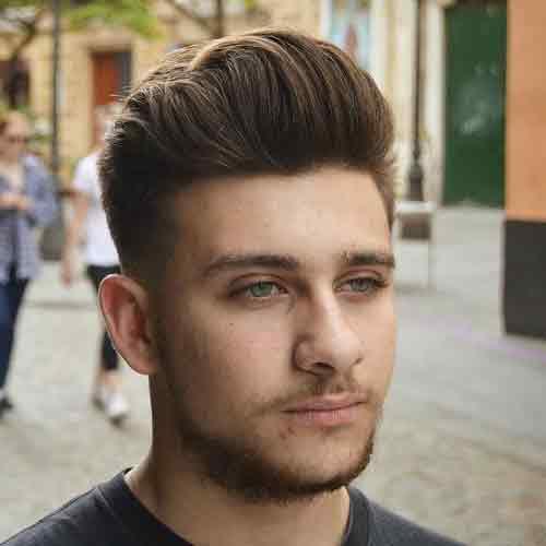 peinado con copete para hombre cara redonda