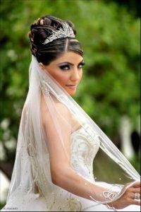 moño alto y corona para novia