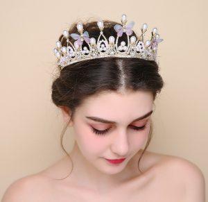 novia con corona grande
