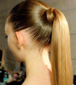 peinado de coleta básica para fiesta