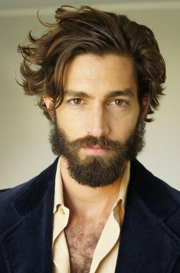 peinado cabello largo de hombre hipster