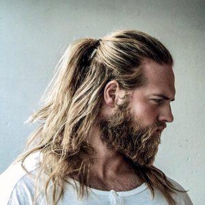 peinado vikingo para cabello largo