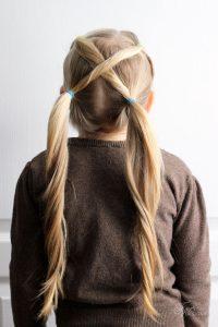 peinado de coletas cruzadas