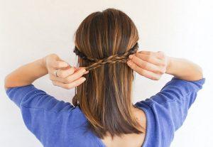 peinado de dos trenzas con cabello liso