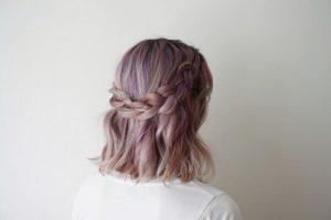 peinado de media cola cabello corto para boda