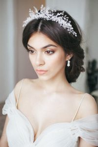 peinado para novia con corona