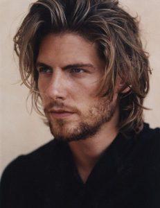 peinado pelo largo hombre