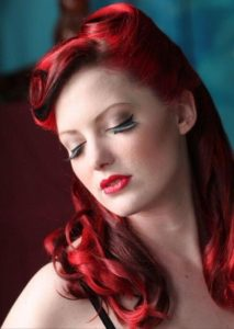 peinado pin up color rojo