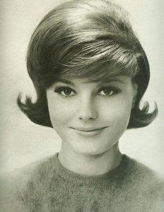 peinados años 60 para mujer con flequillo