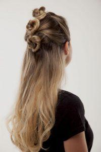 peinado con rodetes super moderno