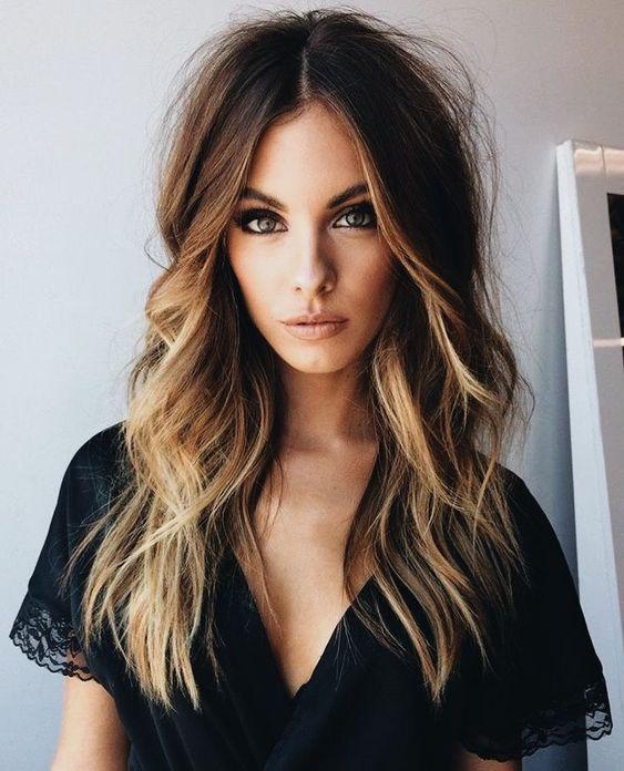 cabello ondulado para cara alargada