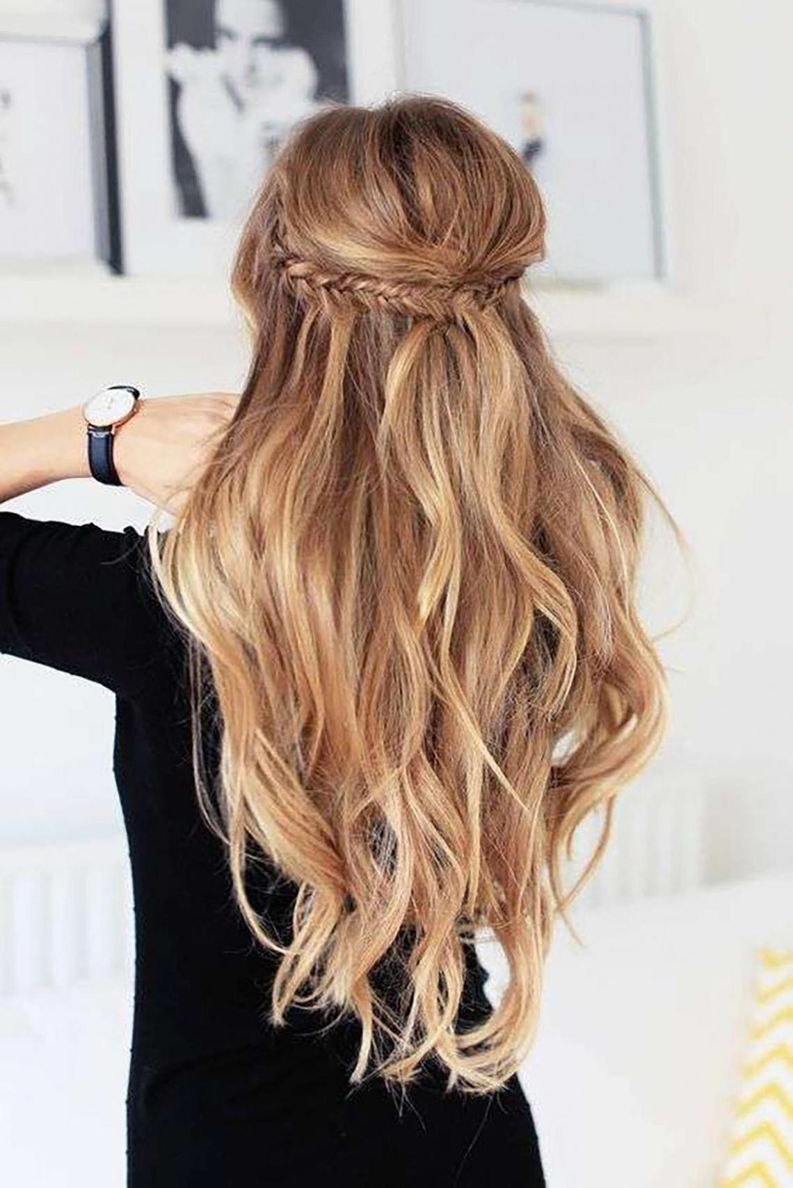 Peinado con tirabuzones sencillo