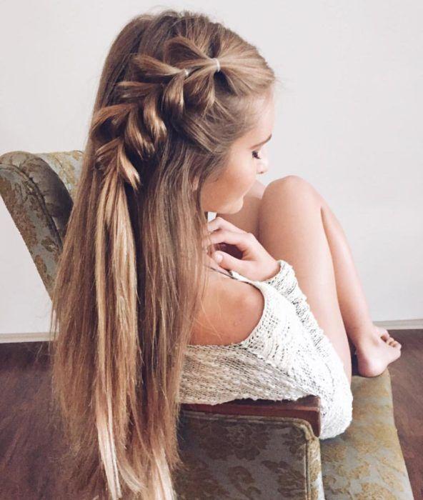peinado de cabello liso para madrina