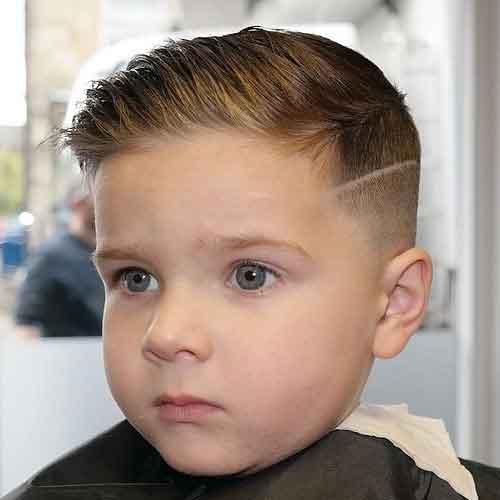 peinado con raya de niño degradado