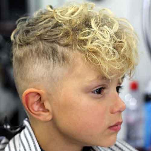 peinado de niño con rizos