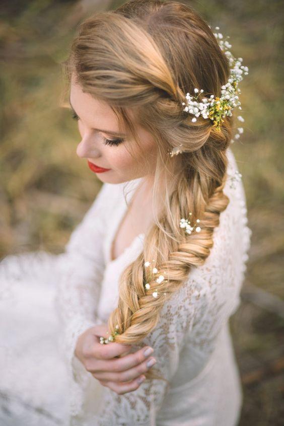 peinado de trenza con flores