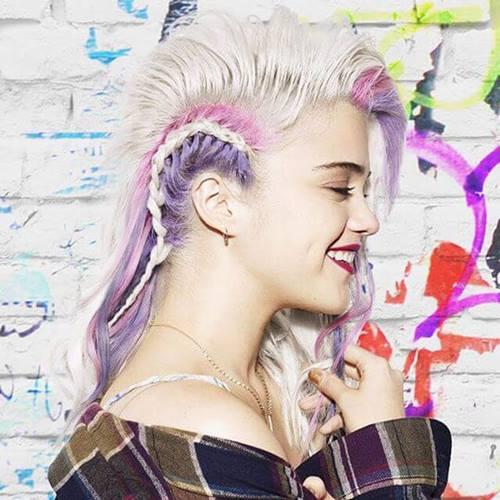 peinado rockero con colores fantasia