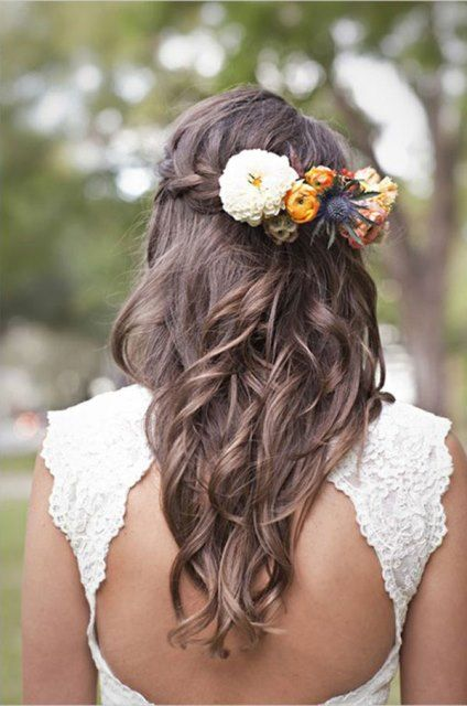 peinado de flores con cabello suelto