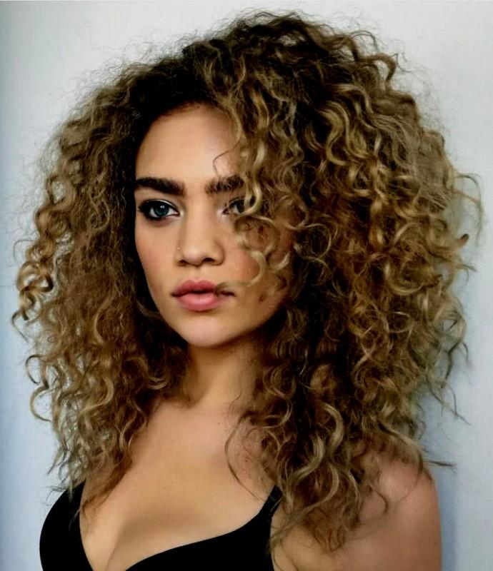 peinado rizado con tencillas