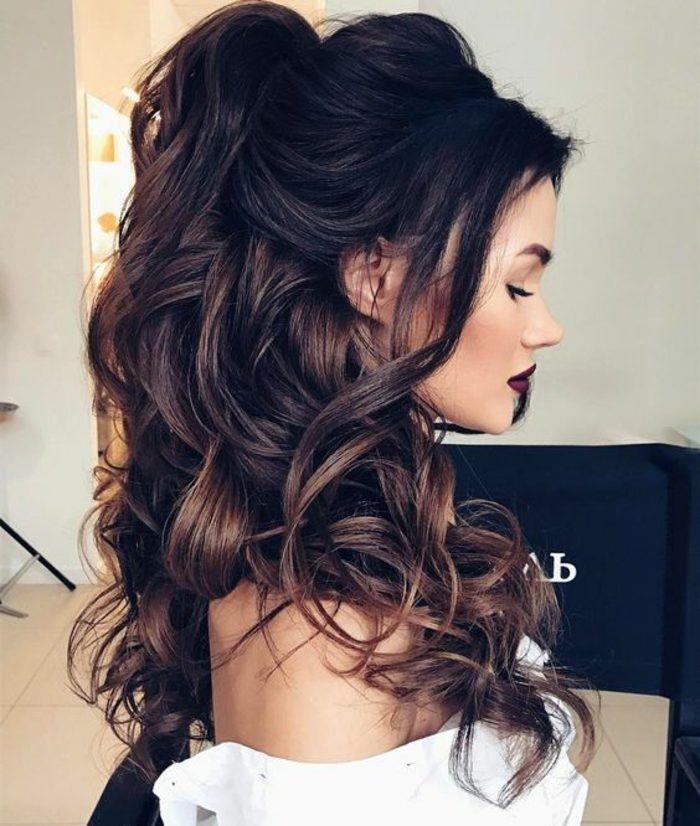 peinado de cabello rizado largo