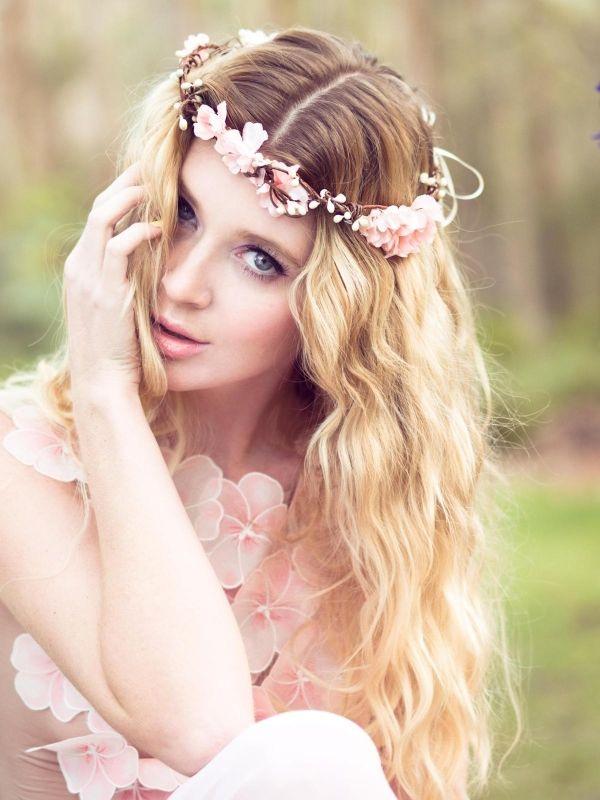 peinado con corona de flores