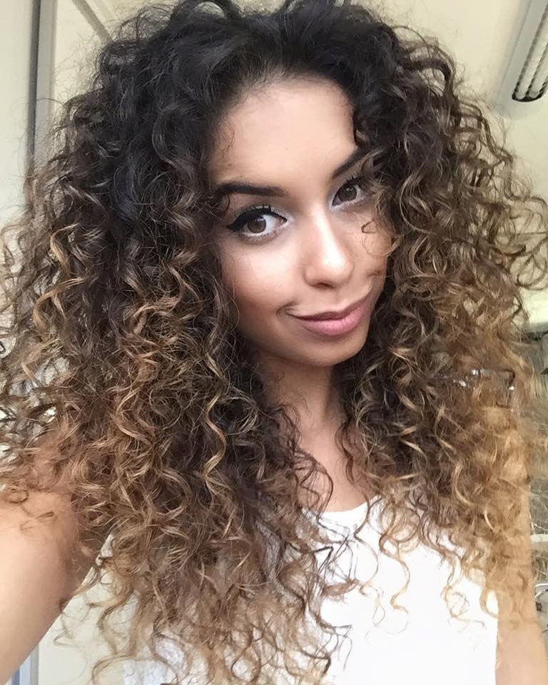 peinado de cabello con rulos